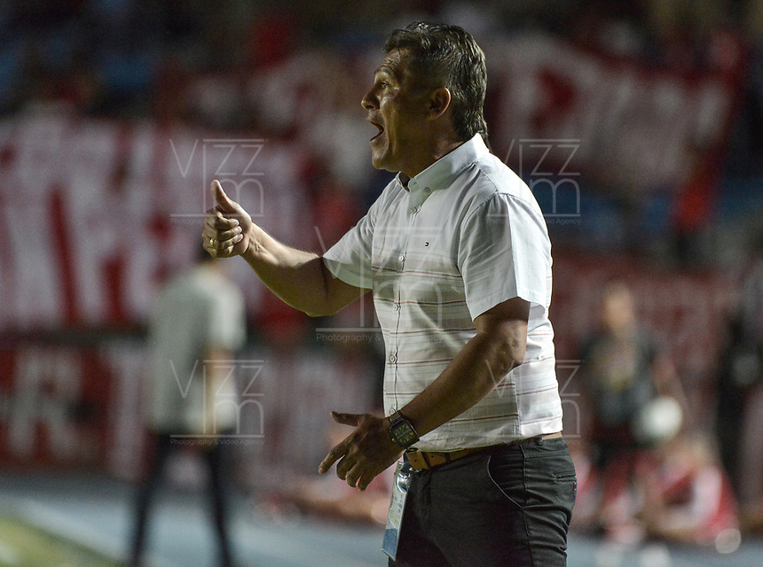 CALI - COLOMBIA, 17-08-2019: Flabio Torres técnico del Rionegro gesticula durante partido por la fecha 6 de la Liga Águila II 2019 entre América de Cali y Rionegro Águilas jugado en el estadio Pascual Guerrero de la ciudad de Cali. / Flabio Torres coach of Rionegro gestures during match for the date 6 as part of Aguila League II 2019 between America de Cali and Rionegro Aguilas played at Pascual Guerrero stadium in Cali. Photo: VizzorImage / Gabriel Aponte / Staff