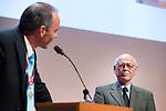 UTRECHT _ Algemene Ledenvergadering Utrecht, van de KNHB.  KNHB voorzitter Cornelissen met Jep Karres, die een onderscheiding krijgt. .   COPYRIGHT KOEN SUYK