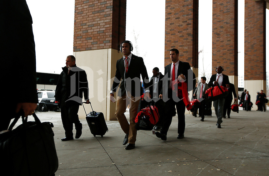 The Ohio State Buckeyes heads into the stadium before the college football game between the Ohio State Buckeyes and the Minnesota Golden Gophers at TCF Bank Stadium in Minneapolis, Saturday morning, November 15, 2014. (The Columbus Dispatch / Eamon Queeney)