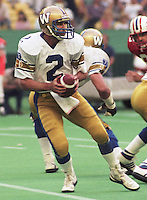 Tom Clements Winnipeg Blue Bombers 1985. Copyright photograph Scott Grant