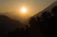 ITA, Italien, Suedtirol, bei Meran: Landschaft im Gegenlicht bei Sonnenuntergang   ITA, Italy, South Tyrol, Alto Adige, near Merano: landscape at sunset, backlight