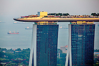 Singapore: Marina Bay Sands Resort Hotel by Carlos Spottorno