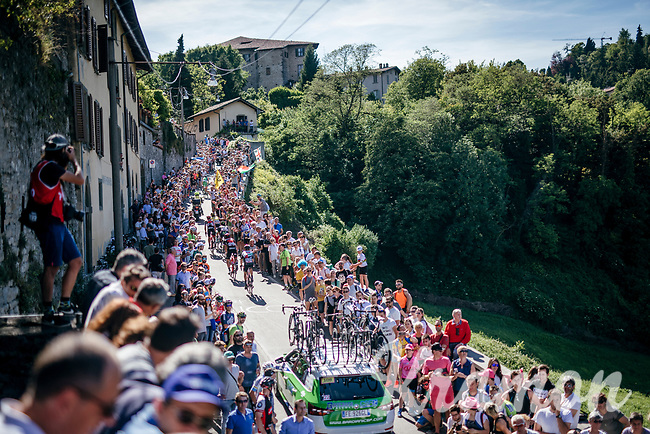 riders up the steepest section towards the Citt&agrave; Alta in Bergamo<br /> <br /> Stage 15: Valdengo &rsaquo; Bergamo (199km)<br /> 100th Giro d'Italia 2017