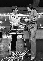 1982, ABN WTT, Ramirez bij de bespanner op de 1e ring