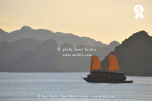 Junk boat sailing in Halong Bay (Licence this image exclusively with Getty: http://www.gettyimages.com/detail/83154174 )