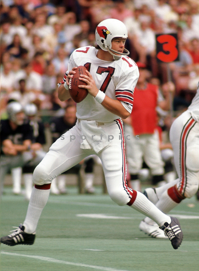 St. Louis Cardinals Jim Hart (17) during a game from his 1973 season with the St. Louis Cardinals. Jim Hart played for 19 years with 2 different teams and was a 4-time Pro Bowler.(SportPics)
