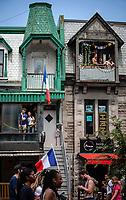 Les fans celebrent la victoire de la France lors du Mondial 2018, dans les rues de Montreal.<br /> <br /> PHOTO : Andre Boucher<br />  - Agence Quebec Presse<br /> <br /> NOTE : Lorsque requis : les ajustements finaux, recadrage et retouche des poussieres seront effectuées avant livraison, sur les images commandées.