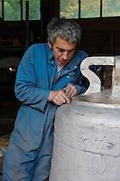 Europe/France/Normandie/Basse-Normandie/50/Villedieu-les-Poêles: Fonderie de cloches Cornille-Havard - Polissage // France, Manche, Villedieu les Poeles, Cornille Havard bells foundry