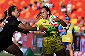 3rd February 2019, Spotless Stadium, Sydney, Australia; HSBC Sydney Rugby Sevens; New Zealand versus Australia; Womens Final; Evania Pelite of Australia tries to fend off Stacey Waaka of New Zealand