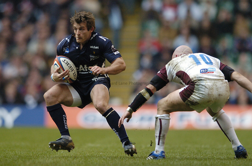 Photo: Jonathan Butler..Sale Sharks v Leicester Tigers. EDF Energy Cup. 24/03/2007..Oriol Ripol (L) of Sale goes past Paul Burke of Leicester.