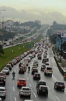 SAO PAULO, SP, 23 DE FEVEREIRO DE 2012 - TRANSITO ANCHIETA - Chuva causa lentidão na Rodovia Anchieta, região de São Bernardo do Campo, que foi interditada hoje por 40 minutos devido a ameaça de transbordamento de um corrego, no fim da tarde desta quinta-feira. FOTO: ALEXANDRE MOREIRA - BRAZIL PHOTO PRESS