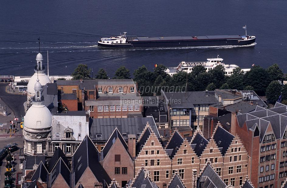 Europe/Belgique/Flandre/Province d'Anvers/Anvers : Détail des maisons et péniche  sur l'Escaut