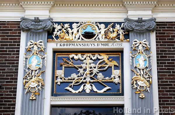 Nederland, Zaanse Schans. Bovenlicht bij de ingang van een huis in Zaanse schans
