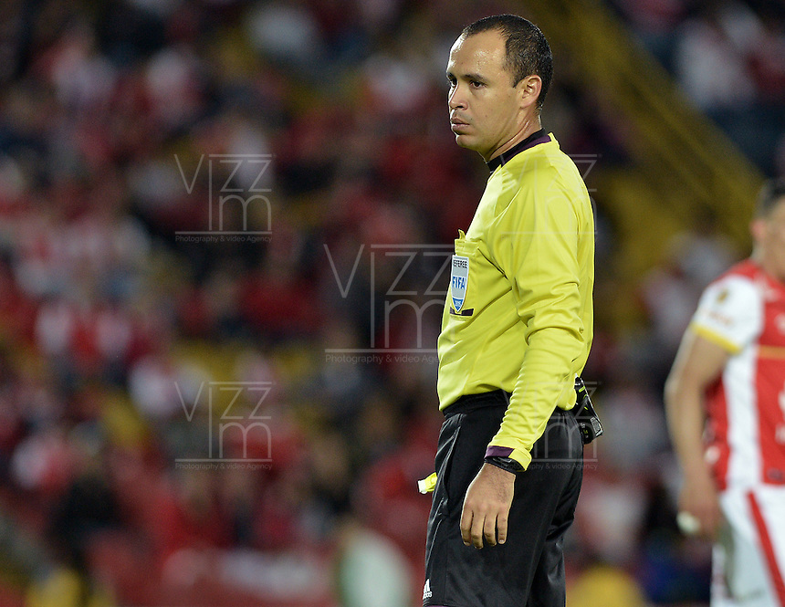 BOGOTÁ -COLOMBIA, 25-04-2015. Luis Sanchez, arbitro, durante partido entre Independiente Santa Fe y Jaguares FC por la fecha 17 de la Liga Aguila I 2015 jugado en el estadio Nemesio Camacho El Campin de la ciudad de Bogota. / Luis Sanchez, referee, during a match between Independiente Santa Fe and Jaguares FC for the 17th date of the Liga Aguila I 2015 played at Nemesio Camacho El Campin Stadium in Bogota city. Photo: VizzorImage/ Gabriel Aponte / Staff