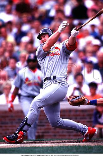 Cardinals MARK McGWIRE lets a long ball fly to left field, 980819. Photo: actionplus...baseball.1998..