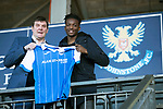 Matty Willock pictured at McDiarmid Park this afternoon with manager Tommy Wright after joining St Johnstone on loan from Manchester United&hellip;.31.01.18<br />