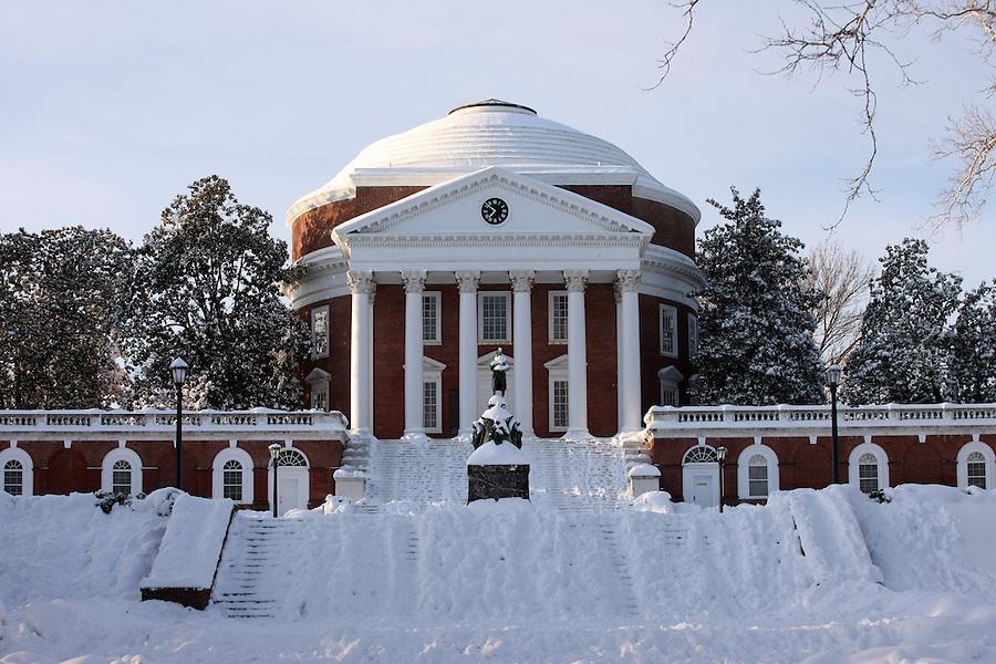 Snow at the rotunda at the University of Virginia.