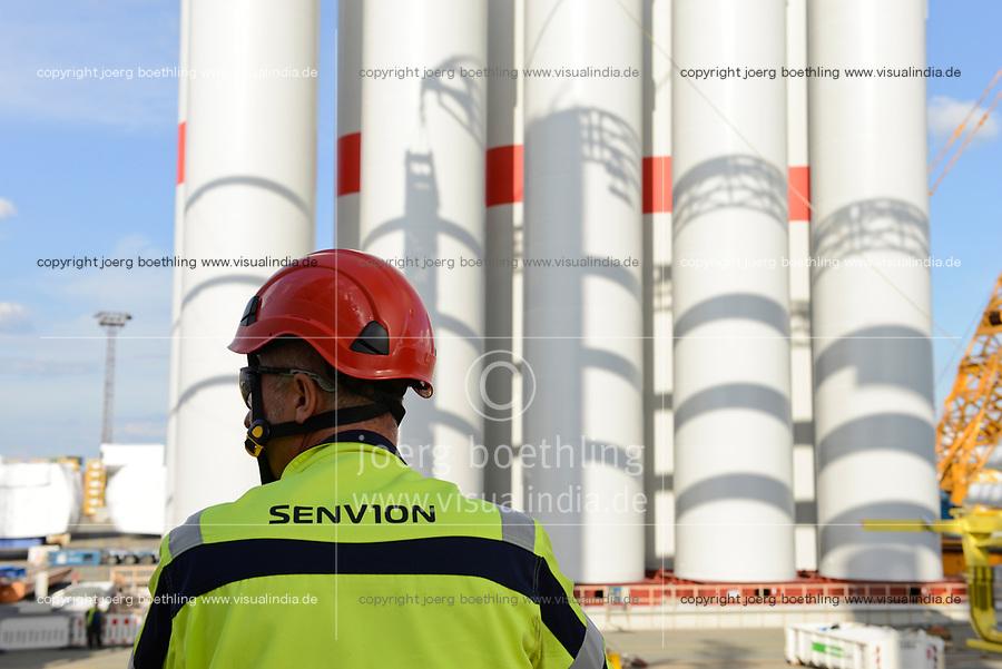 GERMANY Bremerhaven, shipping of SENVION rotor blades for RWE offshore wind park in the North Sea / DEUTSCHLAND Bremerhaven, Verladung von SENVION Tuermen und Rotorblaettern fuer Windkraftanlagen fuer einen RWE off-shore Windpark in der Nordsee