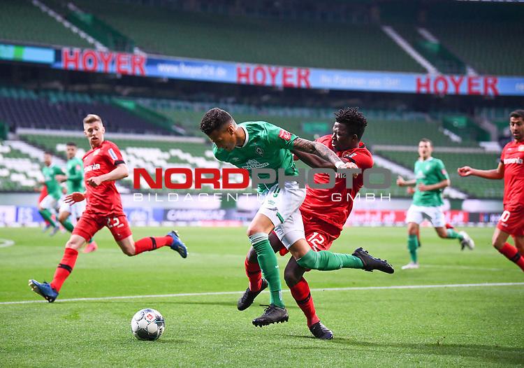 Zweikampf, Duell  Edmond Tapsoba (Leverkusen) gegen Davie Selke (Bremen).<br /><br />Sport: Fussball: 1. Bundesliga: Saison 19/20: 26. Spieltag: SV Werder Bremen - Bayer 04 Leverkusen, 18.05.2020<br /><br />Foto: Marvin Ibo GŸngšr/GES /Pool / via gumzmedia / nordphoto