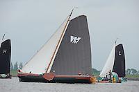 SKUTSJESILEN: LEMMER: Baai van Lemmer, 29-05-2014, Lemmer Ahoy, De Jonge Jan (schipper Jelle Talsma) ,De Oude Zeug, Koos Lamme ligt om, ©foto Martin de Jong