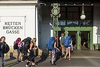 Jugendstil U-Bahn Station Kettenbrückengasse, Wien, Österreich, UNESCO-Weltkulturerbe<br /> Art Nouveaox subway-stationKettenbrückengasse, Vienna, Austria, world heritage