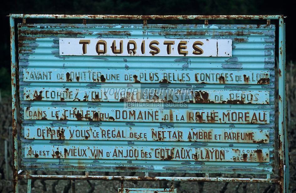 Europe/France/Pays de la Loire/49/Maine-et-Loire/Corniche Angevine: Panneau de publicité pour AOC Côteaux du Layon