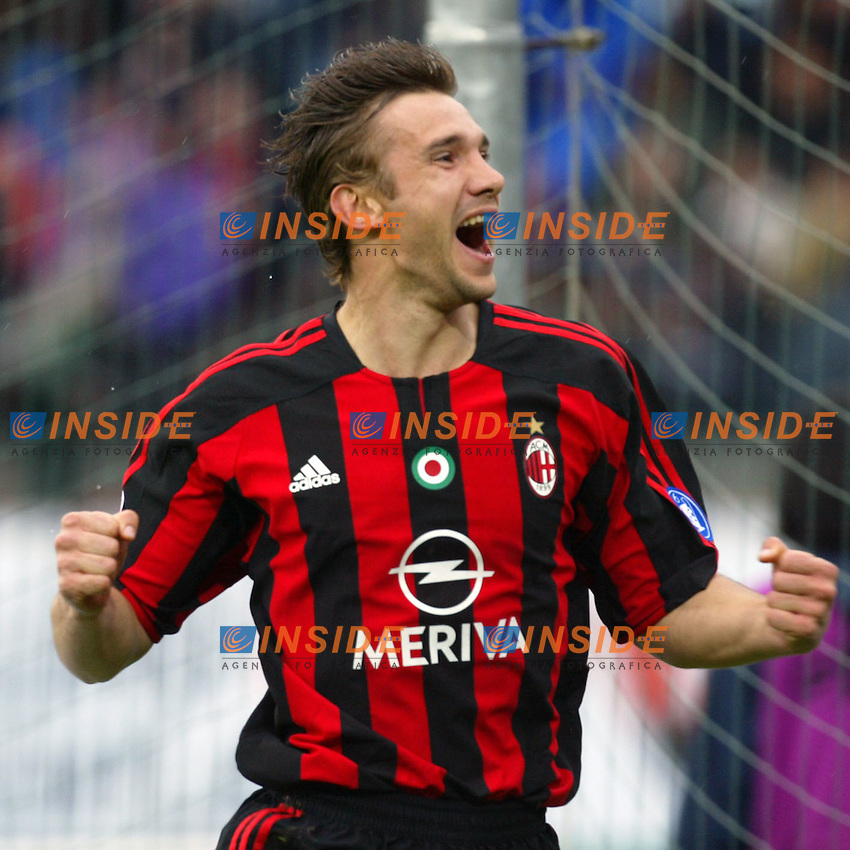 Siena 17/4/2004 Campionato Italiano Serie A <br /> 30a Giornata - Matchday 30 <br /> Siena Milan 1-2 <br /> Andriy Shevchenko esulta per il gol del vantaggio del Milan (0-1). <br /> Andriy Shevchenko celebrates goal of 0-1 for AC MIilan <br />  Foto Insidefoto