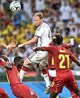 FUSSBALL WM 2014  VORRUNDE    GRUPPE G     Deutschland - Ghana                 21.06.2014 Benedikt Hoewedes (Mitte, Deutschland) behaelt im Kopfballduell den Uberblick