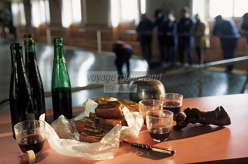 """Europe/France/Pays de la Loire/49/Maine-et-Loire/Vauchrétien: Cercle """"Saint Vincent"""" jeu de boule de fort, rilleauds et fillettes d'Anjou Village Rouge<br /> PHOTO D'ARCHIVES // ARCHIVAL IMAGES<br /> FRANCE 1990"""