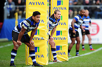 Max Clark and the rest of the Bath Rugby back line look on in defence. Aviva Premiership match, between Bath Rugby and Saracens on December 3, 2016 at the Recreation Ground in Bath, England. Photo by: Patrick Khachfe / Onside Images