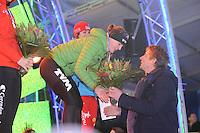 SCHAATSEN: AMSTERDAM: Olympisch Stadion, 28-02-2014, KPN NK Sprint/Allround, Coolste Baan van Nederland, podium Dames Sprint 1000m, Ireen Wüst ontvangt de bloemen van Edwin van der Sar, ©foto Martin de Jong
