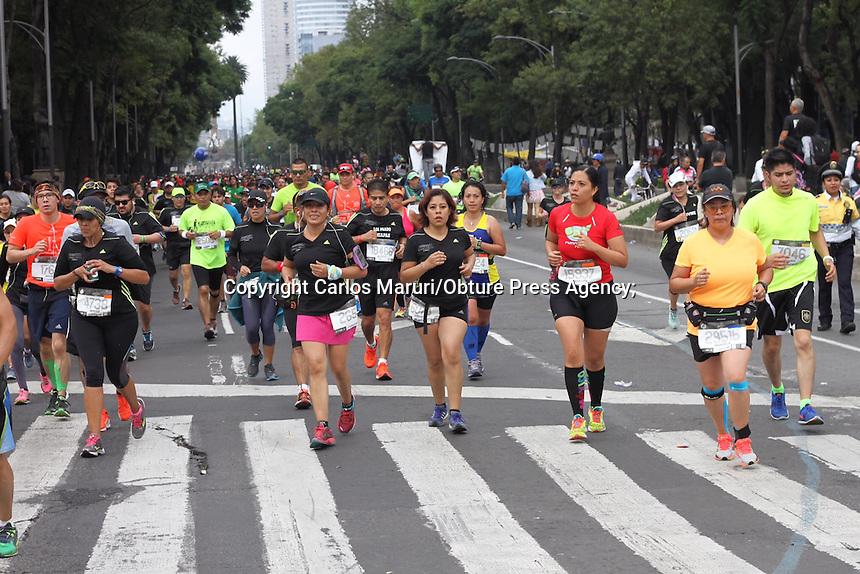 México, D.F, 30 de agosto de 2015.- Con más de 30 mil corredores se dio la salida del XXXIII Maratón de la Ciudad de México y dominado por los etíopes en ambas ramas. Alfredo Castillo, titular de la Conade presidió la ceremonia de salida en el Hemiciclo. A Benito Juárez.