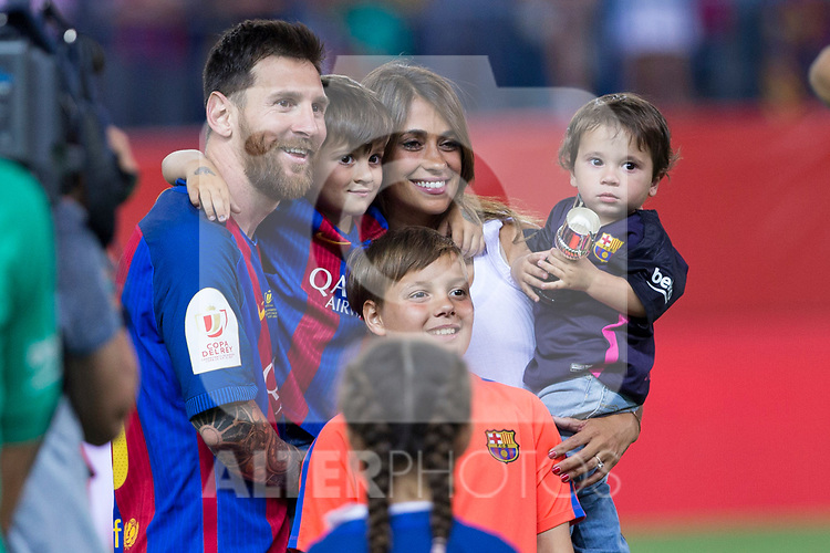 Leo Messi, Antonella Roccuzzo  and his son, Thiago and Mateo Messi during the match of  Copa del Rey (King's Cup) Final between Deportivo Alaves and FC Barcelona at Vicente Calderon Stadium in Madrid, May 27, 2017. Spain.. (ALTERPHOTOS/Rodrigo Jimenez)
