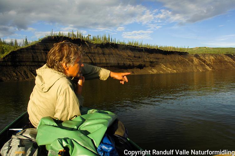 Eroderte bredder på Horton River. ---- Eroded banks on Horton River.