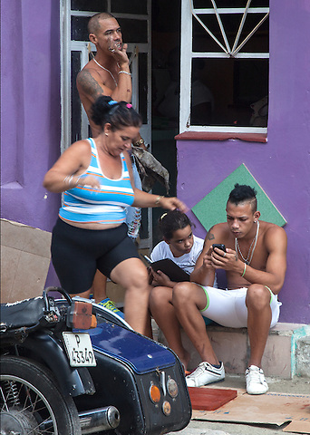 Texting on a crowded street, Centro Habana