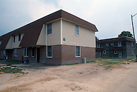 1992 May 01..Assisted Housing..Oakleaf Forest...Exteriors.East Side of Greenleaf Drive...NEG#.NRHA#..HOUSING:OaklfF 1 2:3