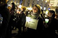 """Roma, 26 Gennaio 2012.Piazza santi Apostoli.Fiaccolata in ricordo di Stefania Noce, 23enne attivista femminista uccisa a Catania dal suo ex fidanzato, e per tutte le donne uccise dalla violenza maschile..I comitati """"se non ora quando"""" con varie associazioni manifestano contemporaneamente in tante città italiane"""