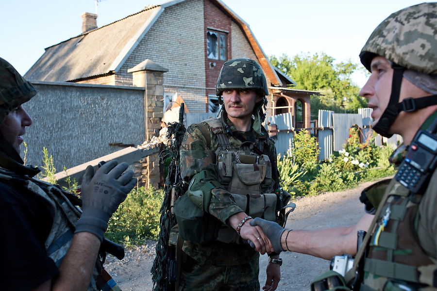 UKRAINE, Pisky: Vladimir, 29 years old, sniper from the brigade 93, is coming back from a mission and greet his comrades.<br /> <br /> UKRAINE, Pisky: Vladimir, 29 ans, tireur d'&eacute;lite de la brigade 93, revient d'une mission et de salue ses camarades.