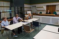 Prozess gegen die Berliner Gynaekologinnen Bettina Gaber und Verena Weyer am Freitag den 14. Juni 2019 vor dem Amtsgericht Berlin. Die Aerztinnen sollen auf ihrer Internetseite fuer Schwangerschaftsabbrueche geworben und damit gegen das Werbeverbot fuer Schwangerschaftsabbrueche verstossen haben. Bettina Gaber und Verena Weyer hatten auf ihrer Homepage ihrer Praxis angegeben, dass ein medikamentoeser, narkosefreier Schwangerschaftsabbruch zu den Leistungen gehoere.<br /> Im Bild vlnr.: Verena Weyer und ihr Verteidiger Stefan Koenig; rechts: Bettina Gaber. Hinten rechts die Richterin Christine Mathiak.<br /> 14.6.2019, Berlin<br /> Copyright: Christian-Ditsch.de<br /> [Inhaltsveraendernde Manipulation des Fotos nur nach ausdruecklicher Genehmigung des Fotografen. Vereinbarungen ueber Abtretung von Persoenlichkeitsrechten/Model Release der abgebildeten Person/Personen liegen nicht vor. NO MODEL RELEASE! Nur fuer Redaktionelle Zwecke. Don't publish without copyright Christian-Ditsch.de, Veroeffentlichung nur mit Fotografennennung, sowie gegen Honorar, MwSt. und Beleg. Konto: I N G - D i B a, IBAN DE58500105175400192269, BIC INGDDEFFXXX, Kontakt: post@christian-ditsch.de<br /> Bei der Bearbeitung der Dateiinformationen darf die Urheberkennzeichnung in den EXIF- und  IPTC-Daten nicht entfernt werden, diese sind in digitalen Medien nach §95c UrhG rechtlich geschuetzt. Der Urhebervermerk wird gemaess §13 UrhG verlangt.]