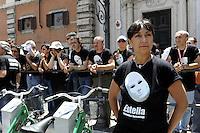 Roma, 17 Giugno 2010.Piazza Colonna .Manifestazione delle lavoratrici e dei lavoratori ex Eutelia senza stipendio.Rome, June 17, 2010.Piazza Colonna.Demonstration of workers  Eutelia without pay for 6 months
