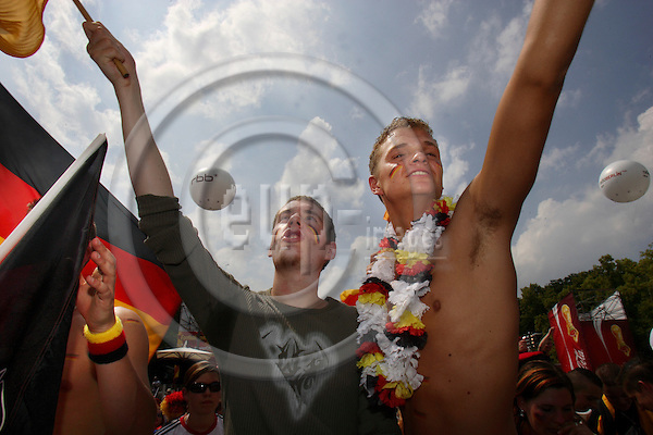 BERLIN - GERMANY 20.  JUNE 2006 -- Germany wins 3-0 against Ecuador while more the 500 000 people celebrates in fromt of Berlins Brandenburger Tor -- PHOTO: UFFE NOEJGAARD / EUP-IMAGES