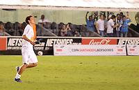 SANTOS, SP, 10 de MAIO DE- 2012_COPA SANTANDER LIBERTADORES- SANTOS X BOLIVAR -ELANO do Santos comemora gol durante partida. no estadio da Vila Belmiro  (FOTO: ADRIANO LIMA - BRAZIL PHOTO PRESS)