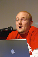 Gabe McIntyre of Xolo.tv, at the Les Blog conference in Paris December 2005 on blogging, new media and internet strategy