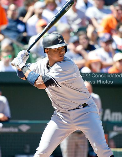 New York Yankees second baseman Starlin Castro (14) bats in the second inning against the Baltimore Orioles at Oriole Park at Camden Yards in Baltimore, MD on Sunday, April 9, 2017.<br /> Credit: Ron Sachs / CNP<br /> (RESTRICTION: NO New York or New Jersey Newspapers or newspapers within a 75 mile radius of New York City)