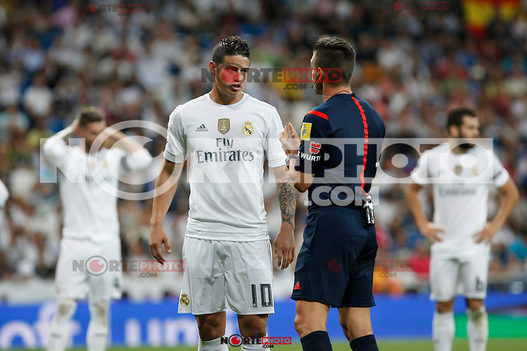 Real Madrid´s James Rodriguez talks to the referee during Santiago Bernabeu Trophy match at Santiago Bernabeu stadium in Madrid, Spain. August 18, 2015. (ALTERPHOTOS/Victor Blanco)