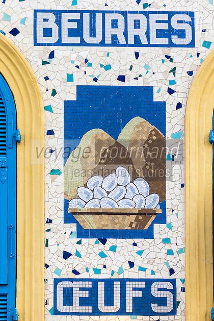 Europe/France/Provence-Alpes-Côte d'Azur/Alpes-Maritimes/Nice: Cours Saleya - Marché - Détail de l'enseigne d'une boutique  // Europe, France, Provence-Alpes-Côte d'Azur, Alpes-Maritimes, Nice: Cours Saleya - Market - Detail of the sign of a shop