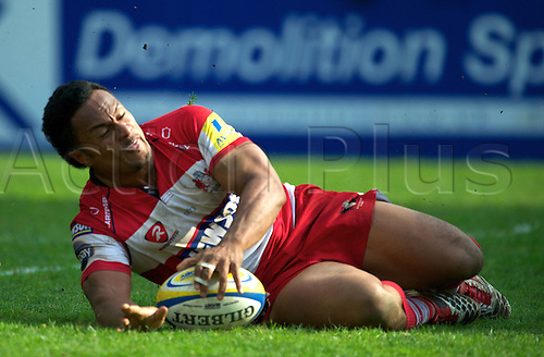 16.4.2011. Aviva Premiership Rugby...Eliota Fuimaono-Sapolu of Gloucester Rugby scores to draw the game 41-41 during the Leicester Tigers and Gloucester Rugby playing in round 20 at Welford Road, Leicester, England on 16 April 2011.