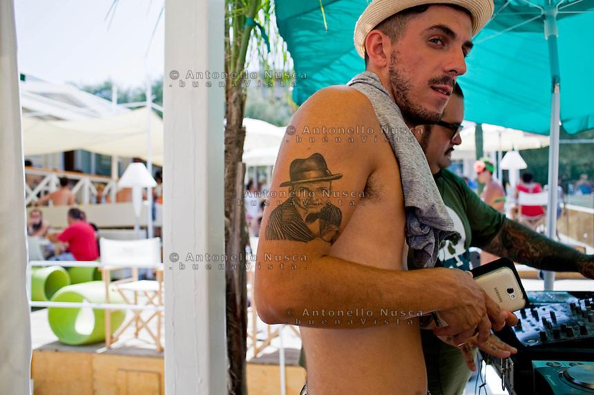 Senigallia, Agosto 2013. Un DJ al lavoro in una spiaggia di Senigallia durante il Festival Summer Jamboree.