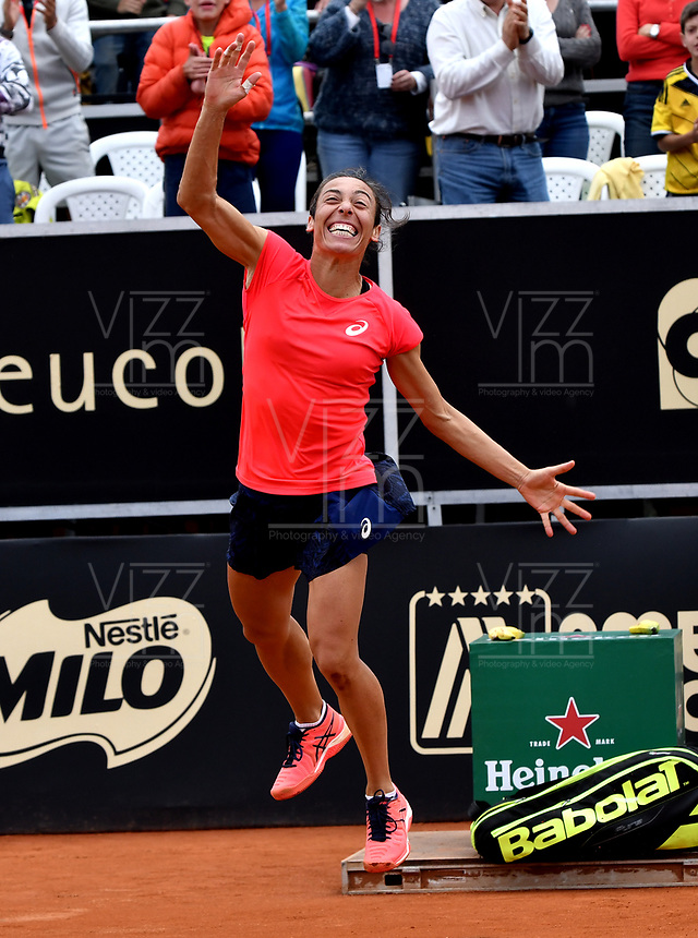 BOGOTA - COLOMBIA – 15 – 04 - 2017: Francesca Schiavonne de Italia, celebra la victoria sobre Lara Arruabarrena de España, durante partido por el Claro Colsanitas WTA, que se realiza en el Club Los Lagartos de la ciudad de Bogota. / Francesca Schiavonne from Italy, celebrates a the victory over Lara Arruabarrena From Spain, during a match for the WTA Claro Colsanitas, which takes place at Los Lagartos Club in Bogota city. Photo: VizzorImage / Luis Ramirez / Staff.