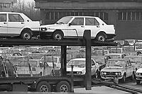 - run out of completed cars from Alfa Romeo plant of Arese (Milan, 1978)....- uscita delle auto finite dallo stabilimento Alfa Romeo di Arese (Milano, 1978)